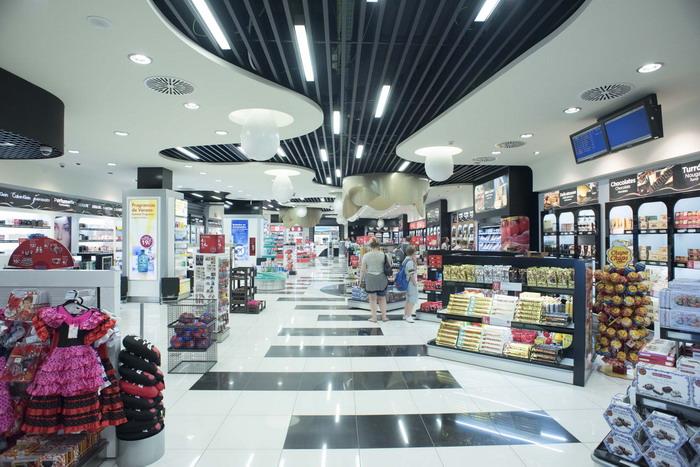 Как выглядят магазины на аэродроме