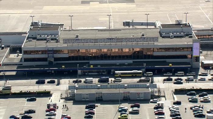 Вид на главный терминал и парковки