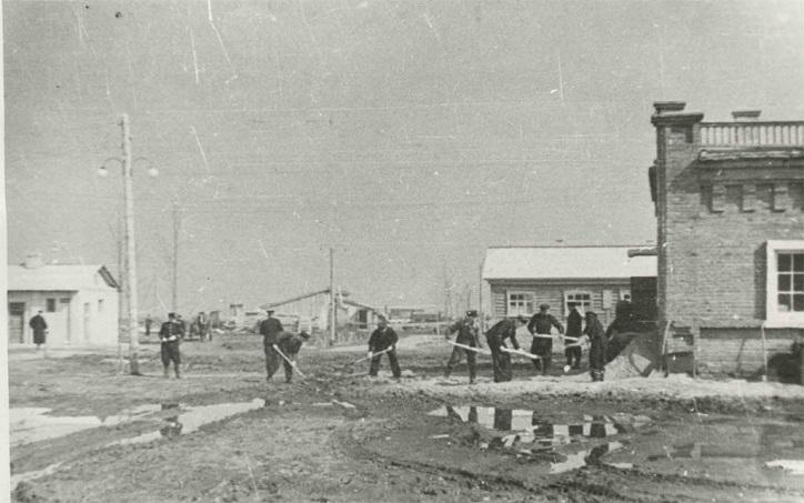 Аэропорт начинал деятельность в 20-х годах со Школы летчиков