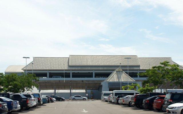 Небольшой чисто азиатский аэропорт в Краби