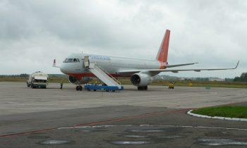 Самолет в аэропорту Брянска