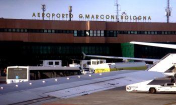 Терминал аэропорта в Болонье принимает каждый день десятки самолетов