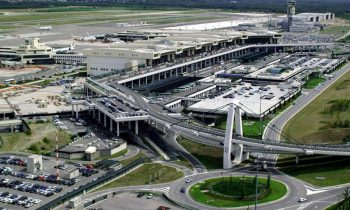 Вид на аэропорт при заходе на посадку