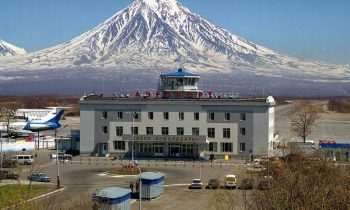 Из аэропорта Елизова открывается шикарный вид на сопки