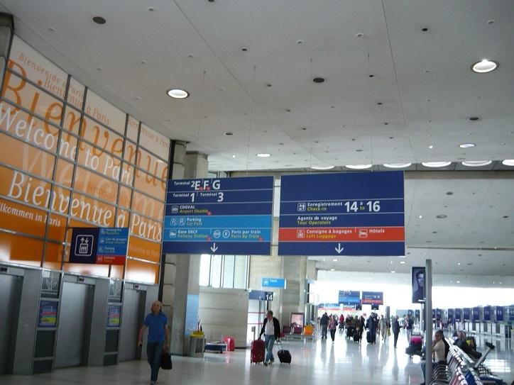 Такие табло позволяют сориентироваться в аэропорту