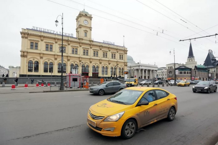 Такси у Ленинградского вокзала