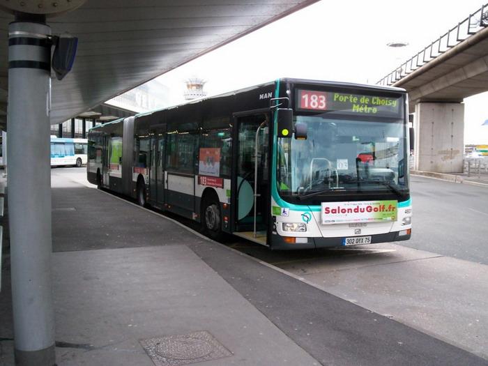 Городские автобусы ходят из аэропорта до крупных станций метро