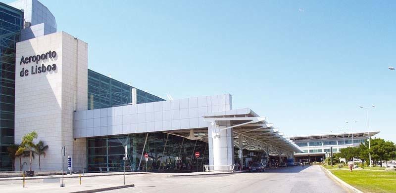 Название аэропорта на фасаде