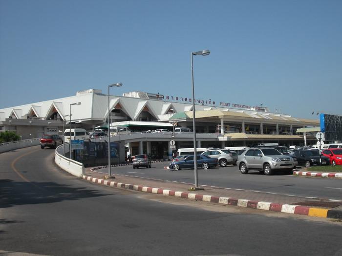 Парковка у аэропорта