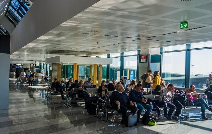 Зал ожидания в аэропорту Мальпенса