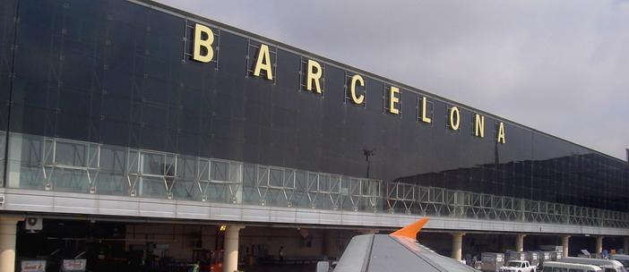 Вывеска Барселона со стороны летного поля