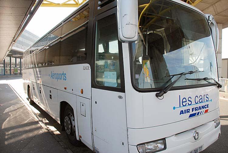 Автобусы Эйр Франс развозят пассажиров от аэропорта по городу