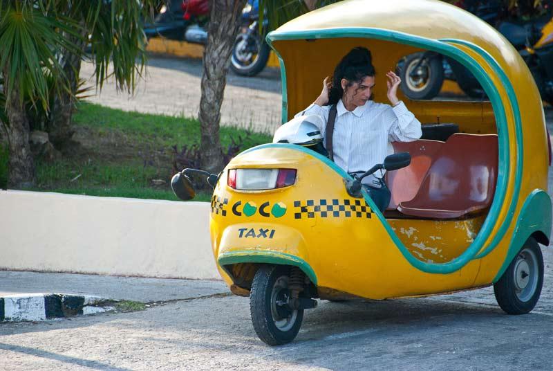 Кубинские мото-такси Коко