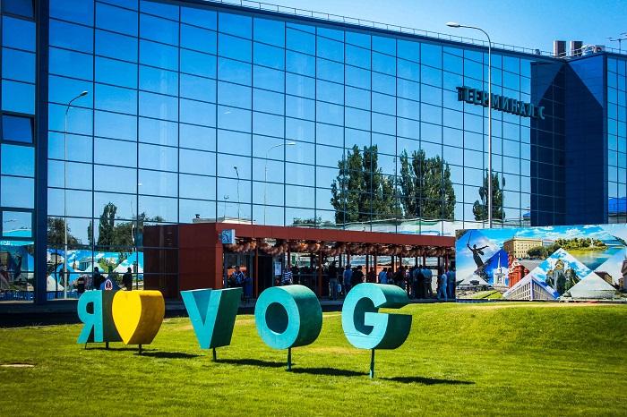 Здание открывшегося терминала С предваряет надпись «Я люблю vog»