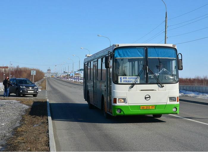Автобус, связывающий аэропорт и центр города