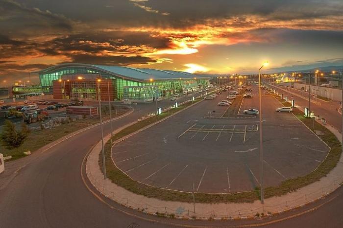 Платная парковка в аэропорту Тбилиси