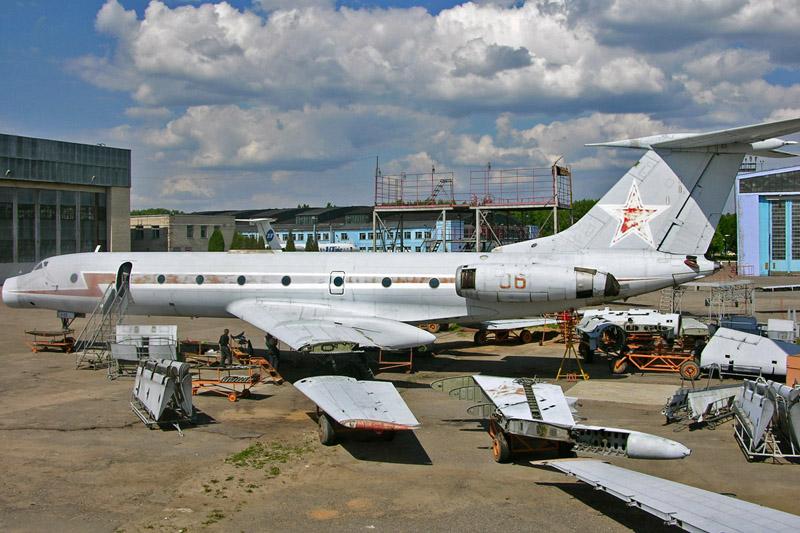 Аварийные самолеты, оставшиеся в закрытом аэропорту