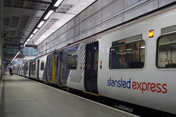 Скоростные поезда Станстед экспресс