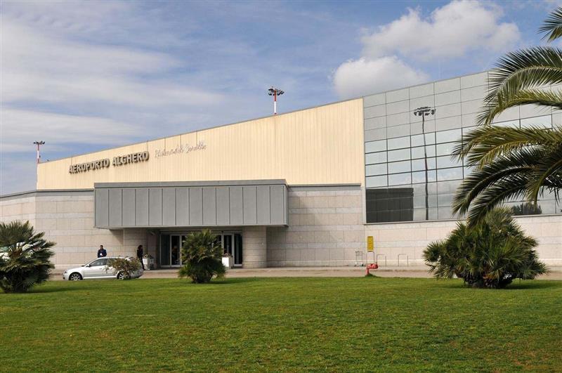 Аэропорт Альгеро, вид снаружи