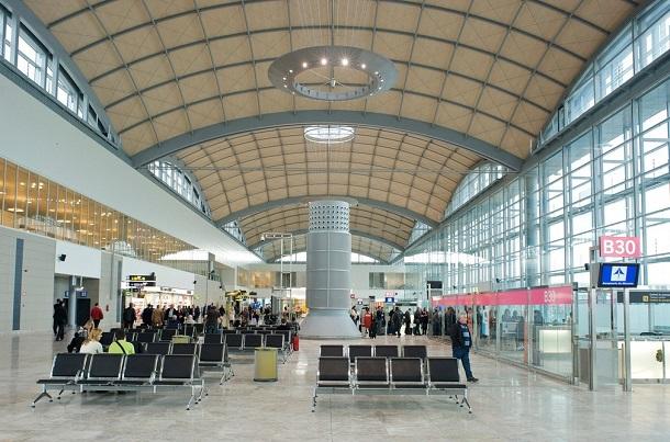 Аэропорт Аликанте, новый терминал, вид изнутри