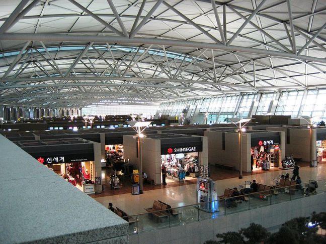 Как выглядит изнутри главный аэропортовый терминал