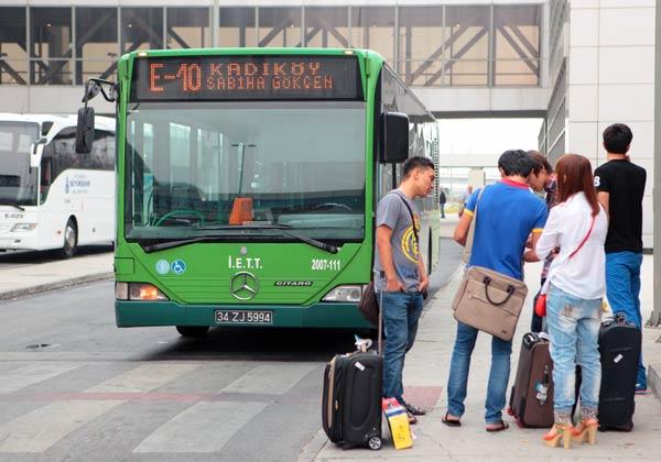Остановка автобусов у аэропорта Sabiha Gokcen