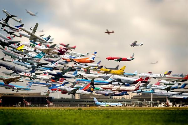 Несколько самолетов одномоментно находится в небе