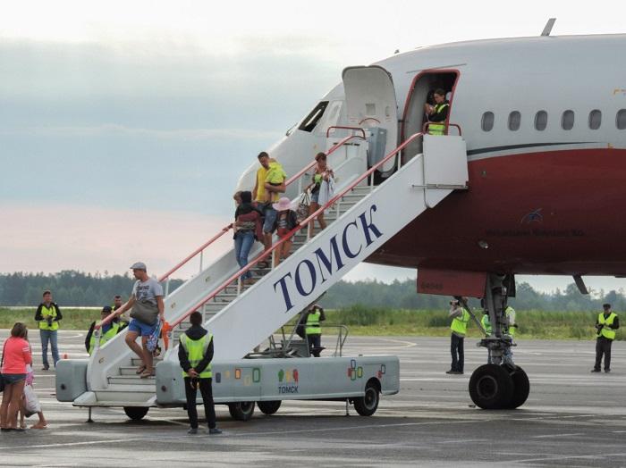 Аэропорт Томск, прилет лайнеров