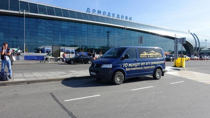 Из аэропорта многие транзитные пассажиры направляются в близлежащие гостиницы