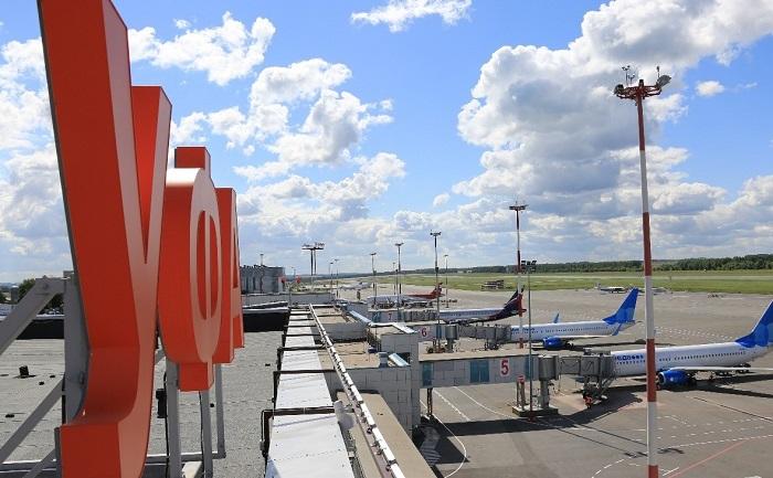 Парковка самолетов у аэропорта