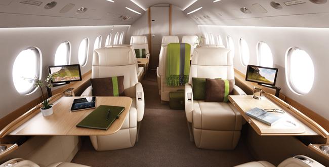 В салоне частного самолета