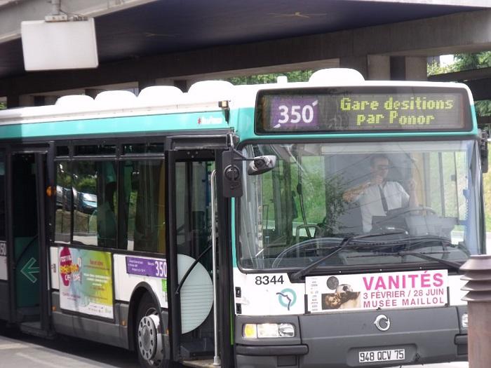 Городской автобус №350, проезжающий через воздушный порт Шарль де Голль