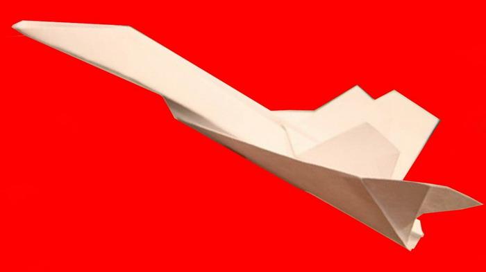 Самолетик, собранный способом оригами