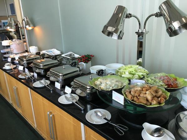 Питание в аэропорту – шведский стол бизнес-зала