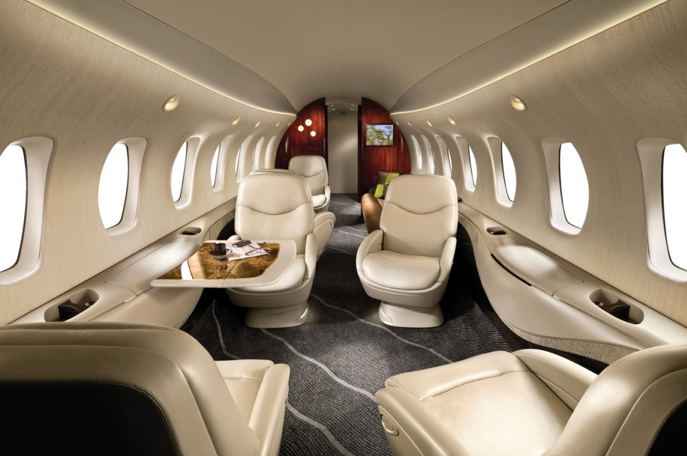 Внутри арендованного самолета, салон бизнес класса