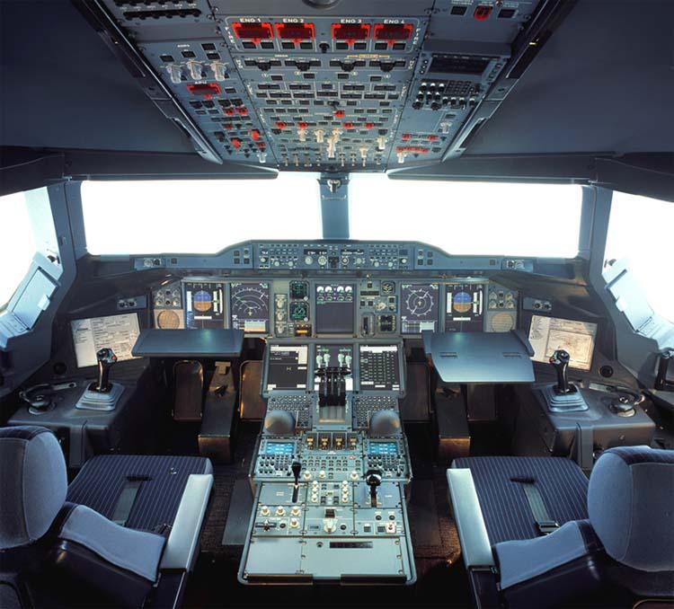 Вид кабины пилотов самолёта а380