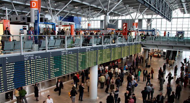 Зал ожидания на втором этаже главного терминала