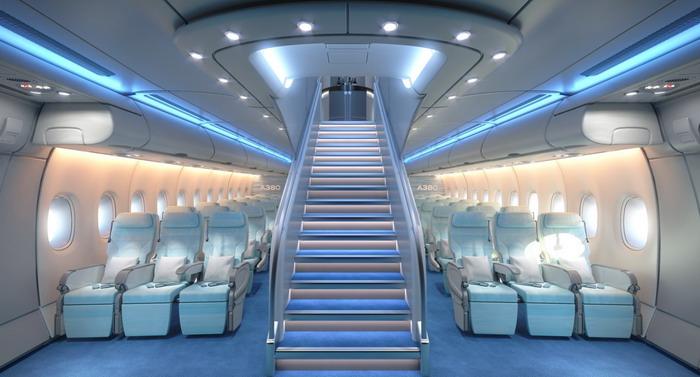 Эконом класс а380 и лестница на верхнюю палубу