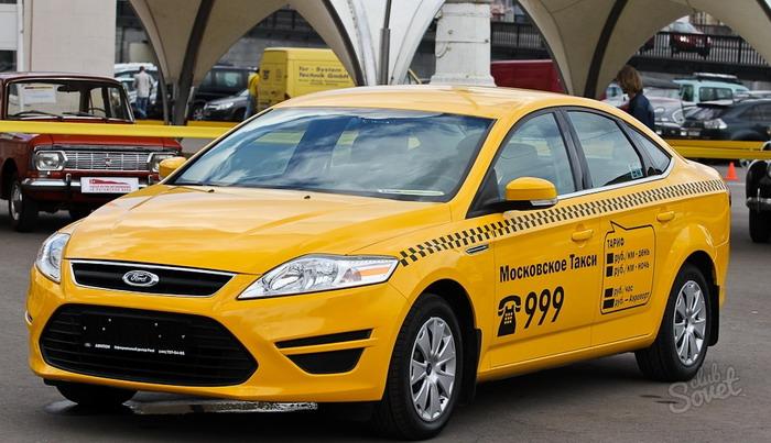 Найти такси можно на стоянке перед аэровокзалом