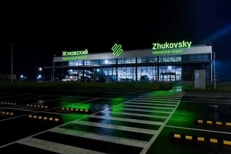Аэропорт в ночное время