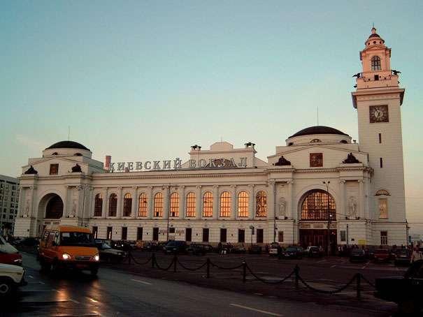 Ежедневно с Киевского вокзала до аэропорта Внуково отправляется не менее десятка электричек
