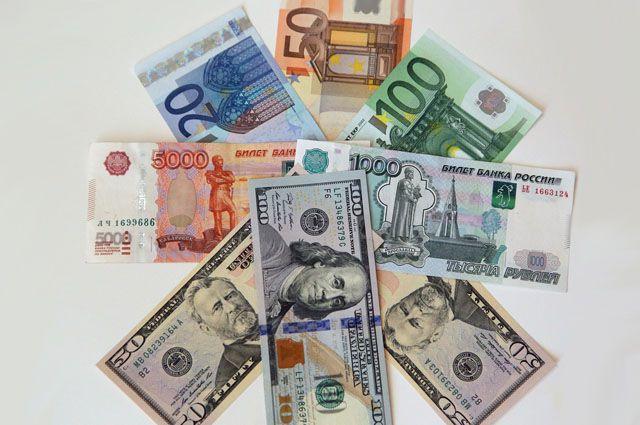 При помощи мультивалютной карты можно пользоваться тремя валютами сразу