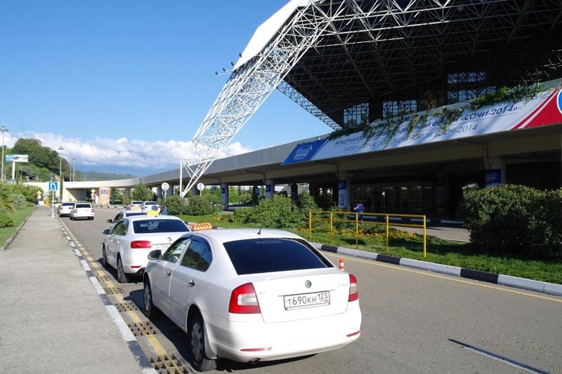 Такси у сочинского аэропорта