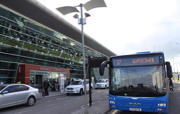 Автобус №37 около аэропорта
