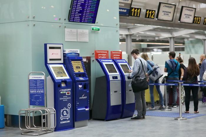 Регистрационные стойки с боковой лентой для погрузки багажа