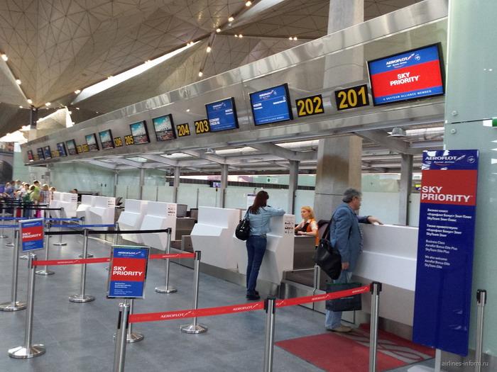 Регистрационные стойки в воздушном порту Пулково
