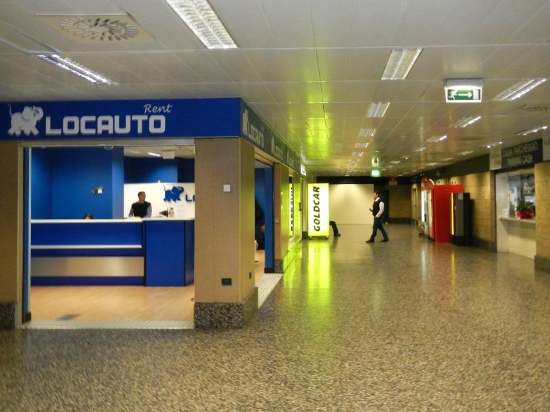 Офисы прокатных контор в аэропорту Мальпенса (Милан)