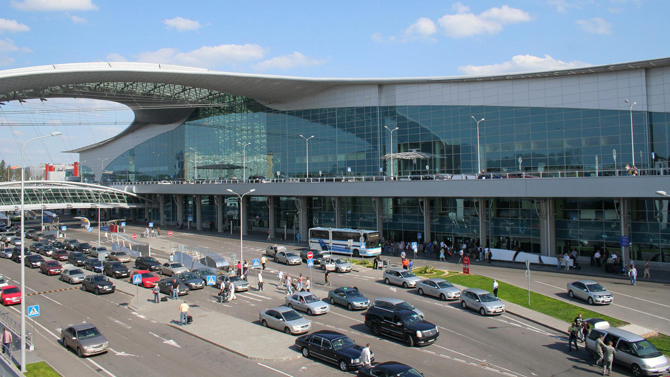 Жизнь в аэропорту Шереметьево кипит круглосуточно