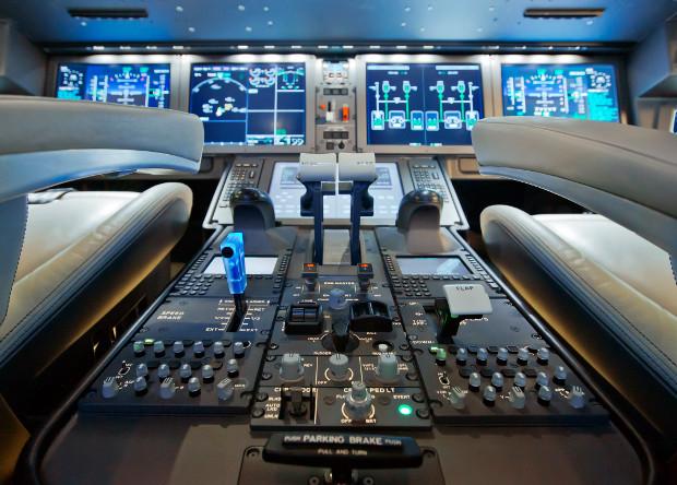 Кабина пилотов оснащена по последнему слову техники