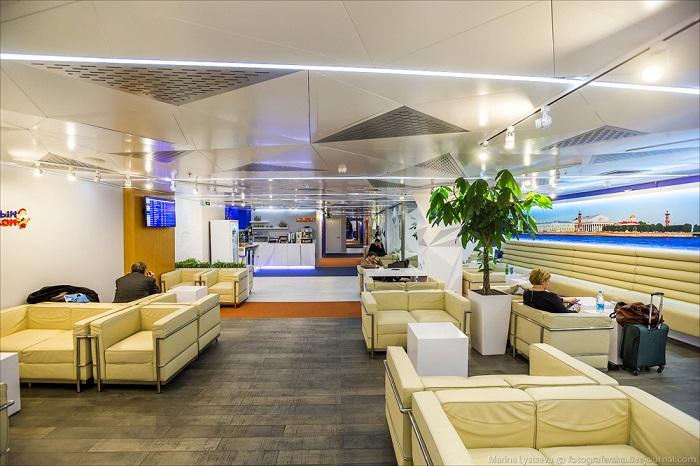 Внутри бизнес-зала Aeroflot Lounge аэропорта «Пулково»